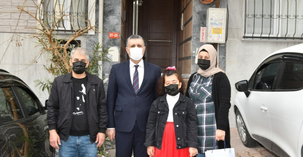 ESENYURT'TA ŞİİR VE RESİM YARIŞMASININ KAZANANLARI ÖDÜLLERİNİ ALDI
